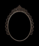 O metal oval velho da moldura para retrato trabalhou no fundo preto Foto de Stock
