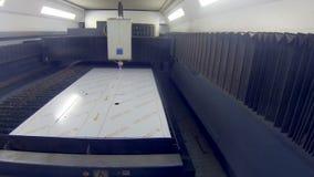 O metallcutter robótico do laser opera-se com metall filme