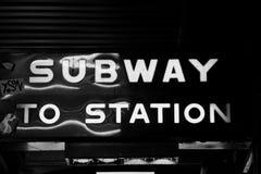 O metro a postar assina dentro Melbourne Foto de Stock
