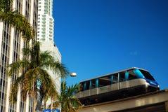 O Miami Metromover foto de stock