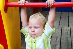 O miúdo no campo de jogos Fotos de Stock Royalty Free