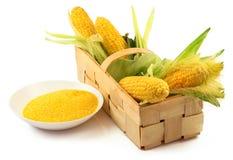 O milho maduro com verde sae na caixa de madeira e em uma placa do MAI Imagens de Stock Royalty Free