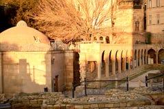 O minarete da mesquita na cidade velha da cidade foto de stock royalty free