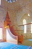 O minbar de madeira na mesquita de Ulu, Antalya Imagens de Stock