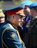 O ministro de defesa do russo, general Sergei Shoigu do exército, deu boas-vindas aos oficiais após o ensaio geral de parada mili Fotografia de Stock