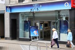 O2 mobile operator. LEEDS, UK - JULY 12, 2016: Person visits O2 mobile phone shop in Leeds, UK. There are 89.9 million mobile phone subscribers in the UK Royalty Free Stock Photo