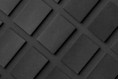 O modelo de pilhas horizontais dos cartões arranjou nas fileiras em b Imagem de Stock