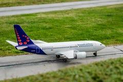 O modelo diminuto de Brussels Airlines fotografia de stock royalty free