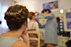 O modelo do cabelo no estilo azul levanta seu equipamento imagem de stock royalty free
