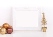 O modelo do Natal denominou a fotografia conservada em estoque com quadro branco Imagem de Stock Royalty Free