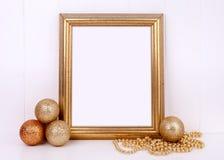 O modelo do Natal denominou a fotografia conservada em estoque com quadro do ouro Imagens de Stock Royalty Free