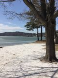 O Mohawk coberto gelo do lago está derretendo neste dia de mola fino Fotos de Stock