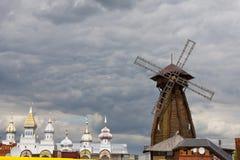 O moinho de vento de madeira Fotos de Stock