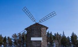 O moinho velho nas madeiras Fotografia de Stock