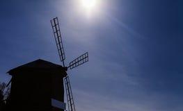 O moinho velho nas madeiras Fotos de Stock