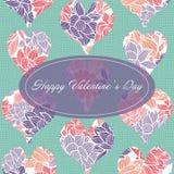O molde feliz do cartão do dia de Valentim com as formas cortadas do coração enchidas com um teste padrão floral em uma lona text ilustração stock
