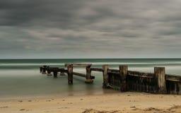 O molhe velho da praia de Mentone Fotografia de Stock Royalty Free