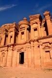 O monastério (anúncio Deir) em PETRA Foto de Stock