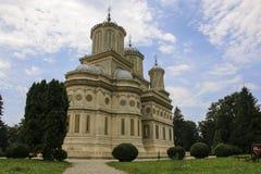 O monastério de Curtea de Arges é conhecido devido à legenda do arco fotografia de stock