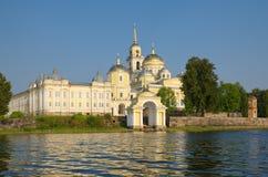 O monastério de Nilo-Stolobensky abandona na região de Tver, Rússia Fotos de Stock Royalty Free