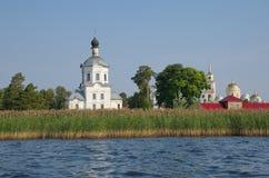 O monastério de Nilo-Stolobensky abandona na região de Tver, Rússia Fotografia de Stock Royalty Free