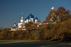 O monastério em Bogolyubovo A região de Vladimir Do fim de setembro de 2015 Imagens de Stock Royalty Free