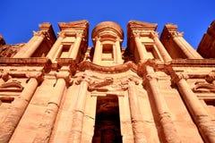 O monastério & o x28; EL Dayr& x29; em Petra Ancient City em um Sun dourado Fotos de Stock Royalty Free