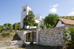 O monastério ortodoxo Nova Pavlica na Sérvia foto de stock royalty free