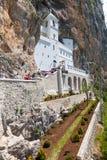O monastério Ostrog é um monastério de sérvio foto de stock