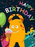 O monstro amarelo engraçado com gelado comemora seu aniversário postcard Vetor Fotografia de Stock
