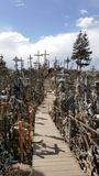 O monte das cruzes em Lithuania Imagens de Stock