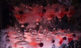 O monte dos vidros com champanhe Fotografia de Stock Royalty Free