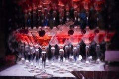 O monte dos vidros com champanhe Fotos de Stock