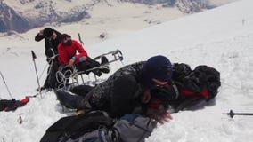 2014 07 o Monte Elbrus, Rússia: escalada à parte superior com uma pessoa deficiente filme