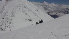 2014 o Monte Elbrus, Rússia: escalada à parte superior com uma pessoa deficiente filme