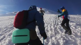 2014 07 o Monte Elbrus, Rússia: Escalada à parte superior de Elbrus video estoque