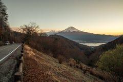 O Monte Fuji em dias do por do sol fotografia de stock