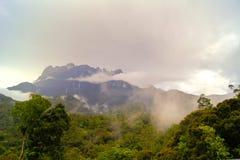 O Monte Kinabalu sob nuvens Imagem de Stock Royalty Free