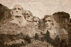 O Monte Rushmore envelheceu com uma influência do tom do sepia fotos de stock royalty free