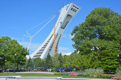 O Montreal o Estádio Olímpico e torre Fotos de Stock Royalty Free