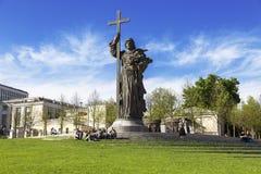 O monumento ao batista do príncipe Vladimir de Saint de Rus no quadrado de Borovitskaya em Moscou Fotos de Stock