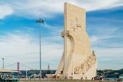 O monumento ao dos Descobrimentos de Padrao das descobertas comemora a idade portuguesa da descoberta e é ficado situado em Tagus fotografia de stock royalty free