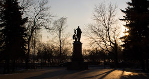 O monumento ao grande cientista Imagens de Stock Royalty Free