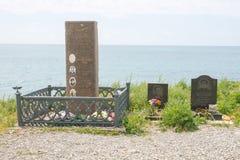 O monumento ao grupo dos aviões Yak-40 deixou de funcionar em 1976 fora da ilha de Utrish Imagem de Stock