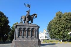 O monumento ao príncipe Vladimir e Saint Fedor na cidade de Vladimir, Rússia imagem de stock royalty free
