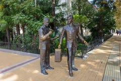 O monumento aos atores Andrei Mironov e Anatoly Papanov no Soc imagens de stock