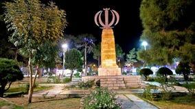 O monumento com o emblema de Irã video estoque