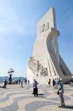 O monumento da descoberta em Lisboa imagens de stock