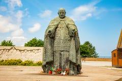 O monumento da papá Giovanni XXIII ao lado da basílica de Lreto em Itália imagem de stock royalty free