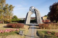 O monumento da paz na cidade de Krusevac na Sérvia imagem de stock